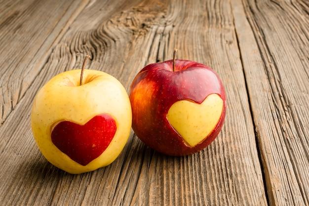 Gros plan, pommes, fruit, coeur, formes