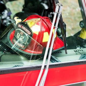 Gros plan, de, pompier, casque, dans, camion de pompier, horseshoe, baie, ouest, vancouver, colombie britannique, canada