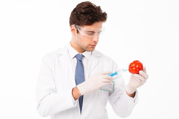 Gros plan le portrait d'un beau jeune médecin de sexe masculin