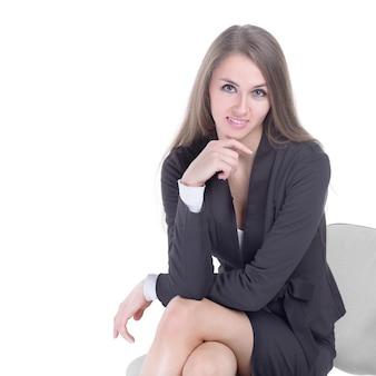 Gros plan.portrait d'une jeune femme moderne. isolé sur fond blanc