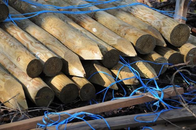 Gros plan des poteaux de clôture