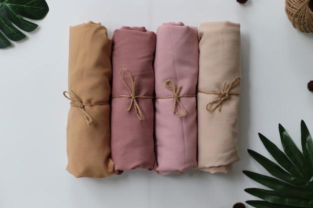 Gros plan sur les produits en tissu contrecollé