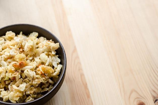 Gros plan de riz sucré thaïlandais croustillant, se faufiler dans le temps de détente