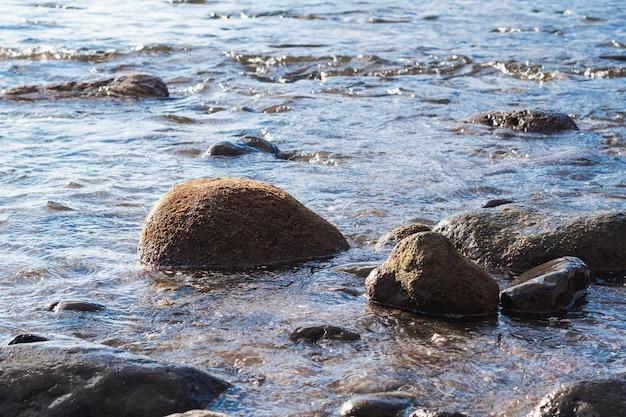 Gros plan, rochers, sur, plage sauvage