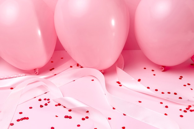 Gros plan, rose, ballons, table