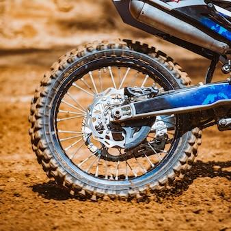 Gros plan, de, roue motocyclette tout-terrain