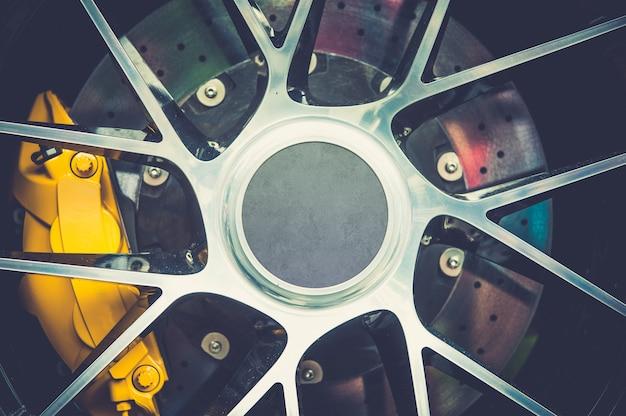 Gros plan d'une roue de sport moderne
