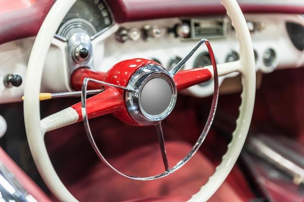 Gros plan sur une roue vintage