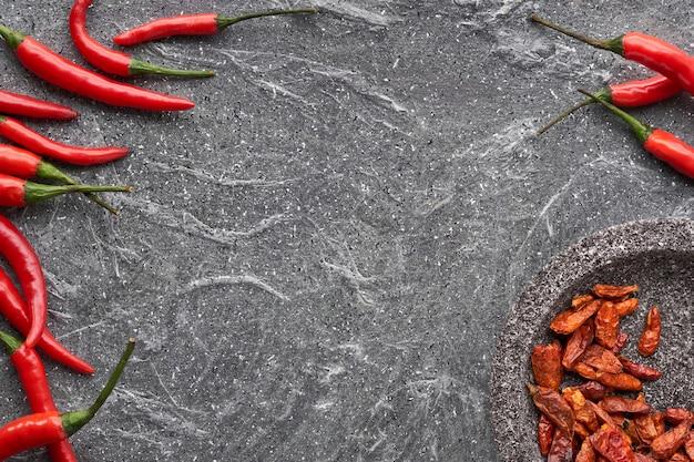 Gros plan, rouge, piments rouges, sur, pierre grise, plat, poser