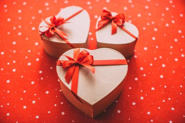 Gros plan, de, rouges, coffrets cadeaux