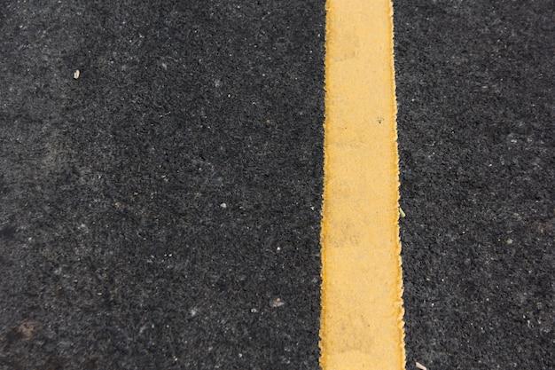 Gros plan route diviser ligne jaune