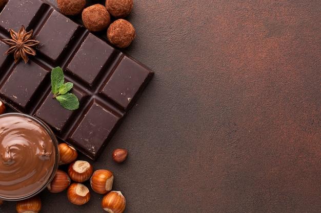 Gros plan d'une savoureuse barre de chocolat