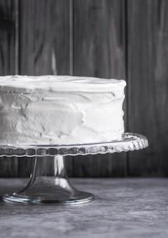Gros plan savoureux gâteau fait maison sur la table
