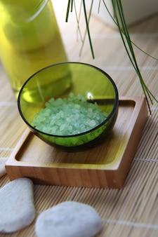 Gros plan de sel de bain naturel