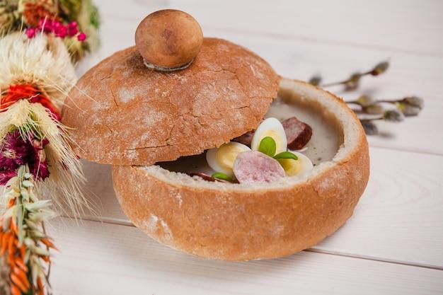 Gros plan de la soupe de pâques traditionnelle