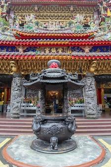 Gros plan d'une statue au temple alishan shouzhen