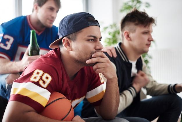 Gros plan des supporters de basket-ball