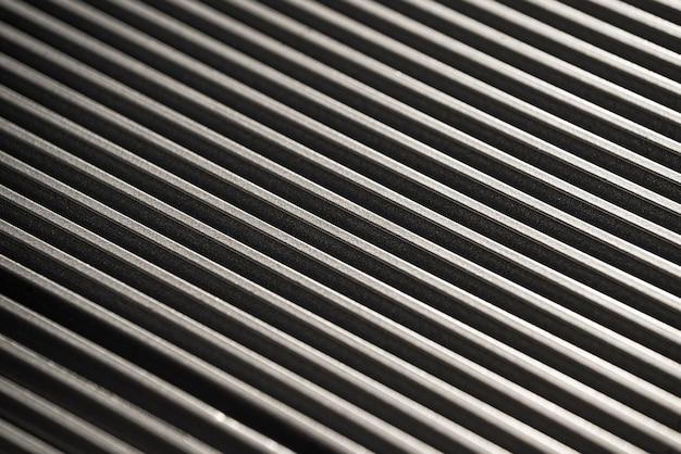 Gros plan sur une surface métallique ondulée d'un équipement d'usine non identifié. le concept d'équipement sophistiqué et de technologie moderne. concept de production d'appareils de cuisine