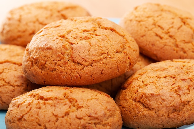 Gros plan d'un tas de biscuits à l'avoine. dessert sucré