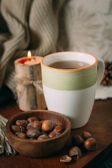 Gros plan, tasse thé, à, glands