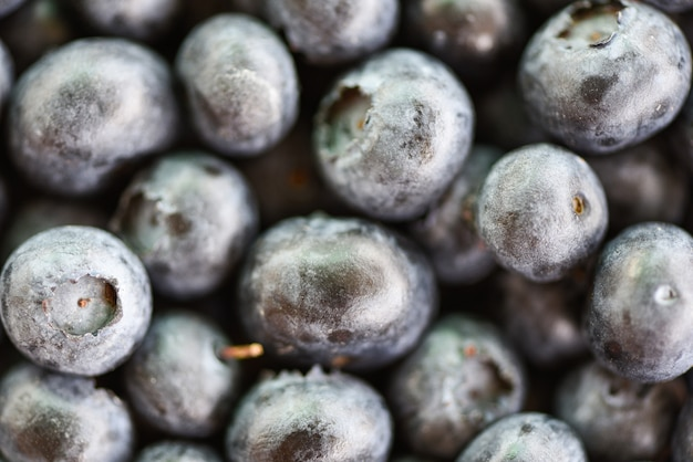 Gros plan de la texture des bleuets frais - fruits macro vue de dessus