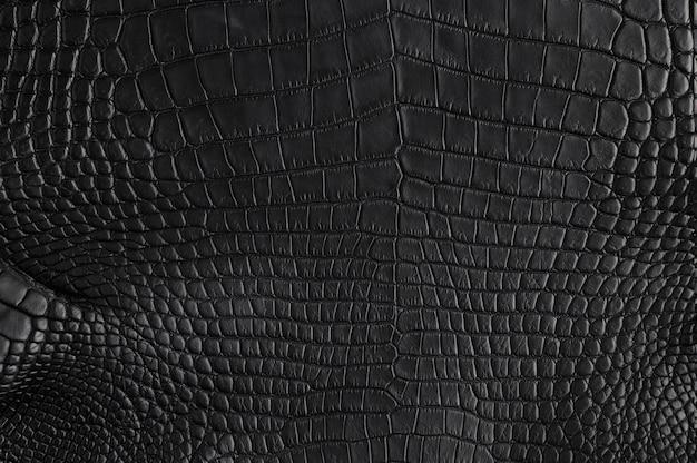 Gros plan de la texture en cuir noir de crocodile sans soudure pour le fond