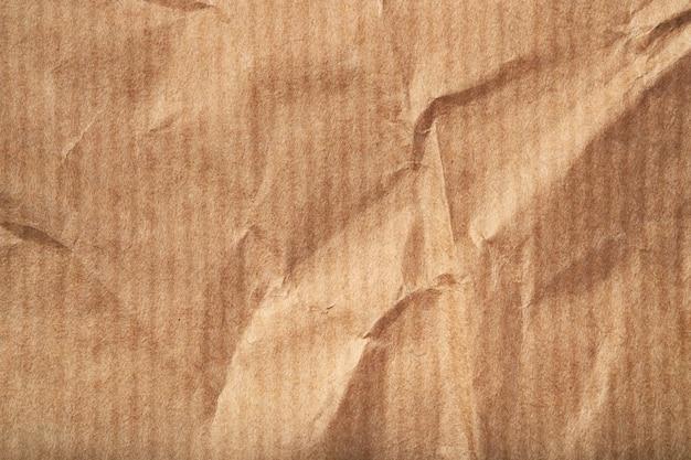 Gros plan de la texture du papier beige froissé