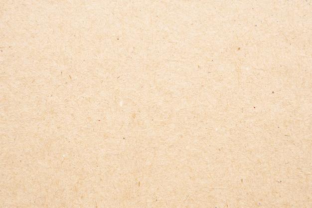 Gros plan sur la texture du papier brun