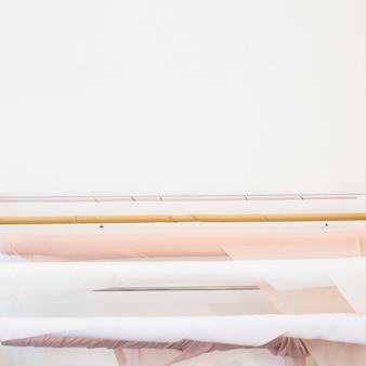 Gros plan des tissus enroulés