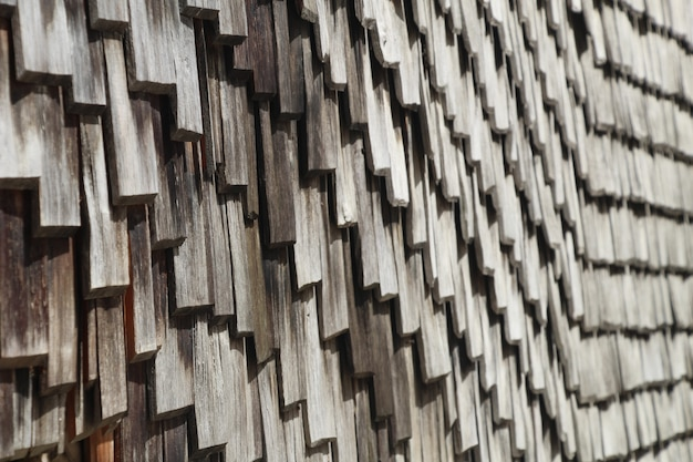 Gros plan d'un toit en bois