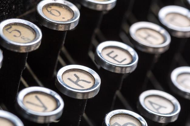 Gros plan des touches de machine à écrire vintage