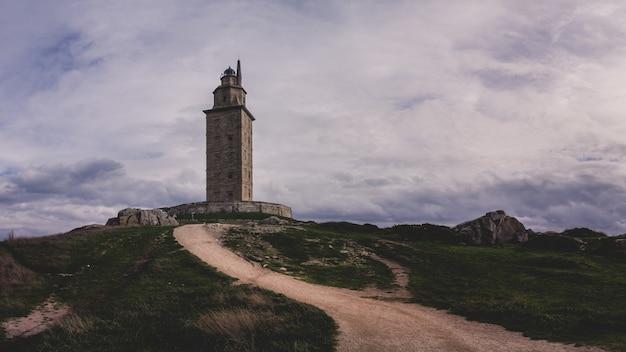Gros plan de la tour d'hercule en espagne
