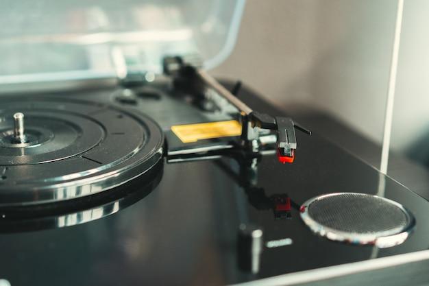 Gros plan d'un tourne-disque vintage