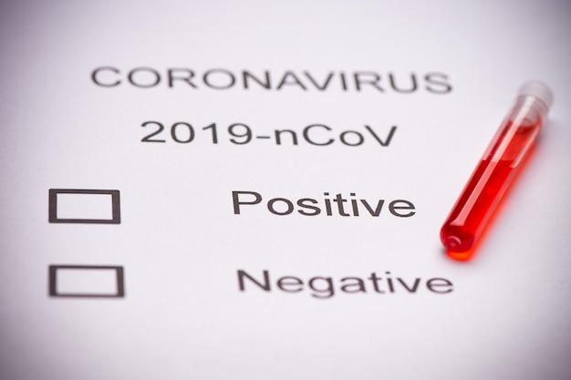 Gros plan sur un tube à essai de coronavirus du syndrome respiratoire du moyen-orient contenant du mers-cov