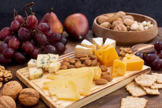 Gros plan, variété, de, snacks, sur, a, table