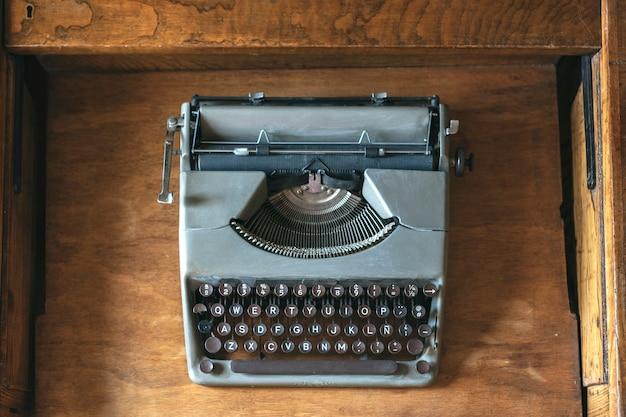 Gros plan vieille machine à écrire