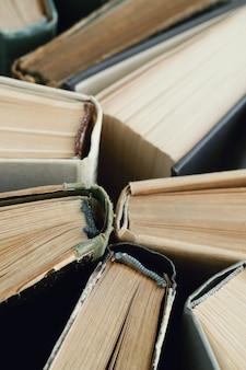 Gros plan de vieux livres, concept de littérature
