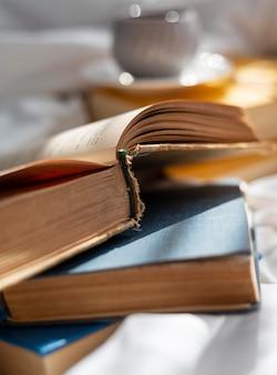 Gros plan avec de vieux livres