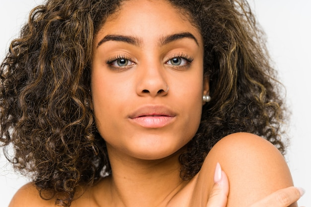 Gros plan de visage de jeune femme