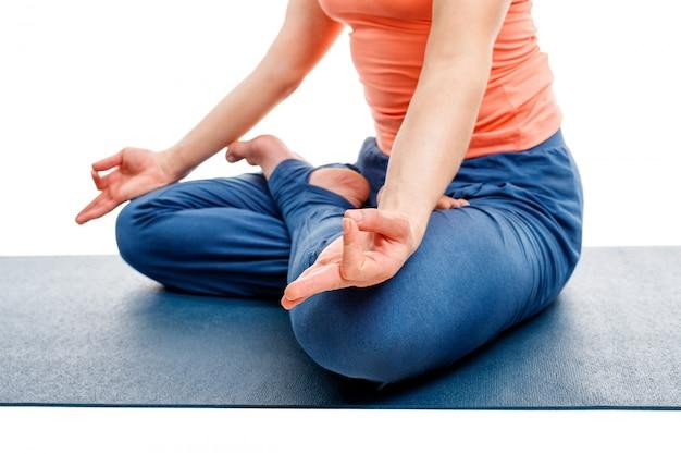 Gros plan de yoga asana padmasana lotus pose