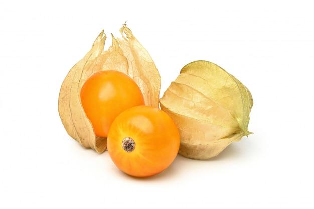 Groseille du cap (physalis peruviana) fruits isolés sur blanc
