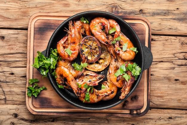 Grosses crevettes grillées