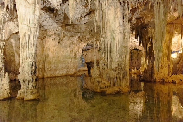 Grotte de neptune près d'alghero