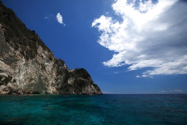 Grottes bleues sur l'île de zakynthos, grèce