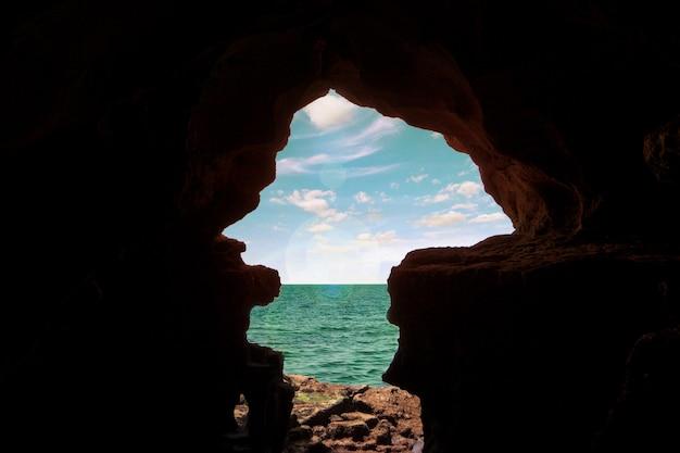 Grottes d'hercule situées au nord du maroc, afrique.
