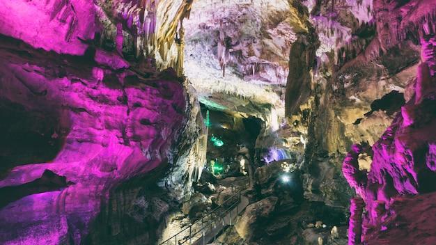 Grottes de stalagmites et de stalagmites