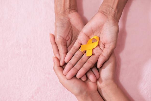 Groupe ami mains cancer symbole symbole ruban vue d'en haut avec style vintage d'image.
