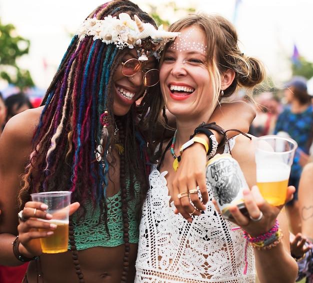 Groupe d'amis, amusement, événements, danse, vacances