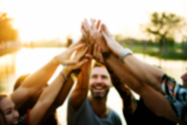 Groupe d'amis fête mains unité de pouvoir