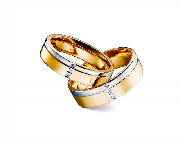 Groupe d'anneaux de diamant empilés isolé sur fond blanc, or blanc, or jaune, inclus un tracé de détourage. super gros-plan.